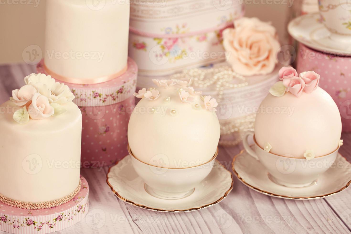 mini gâteaux avec glaçage photo
