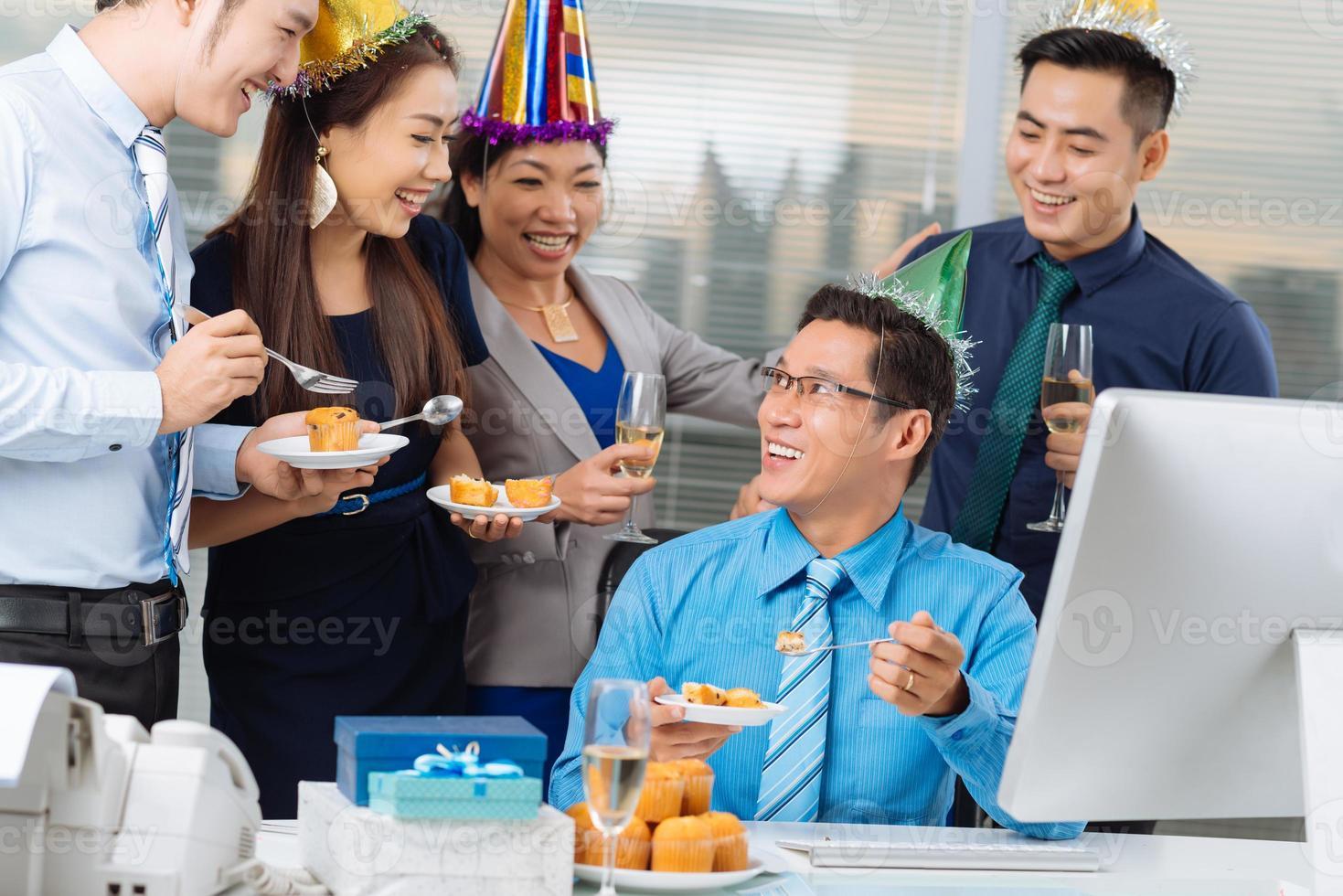 manger des cupcakes photo