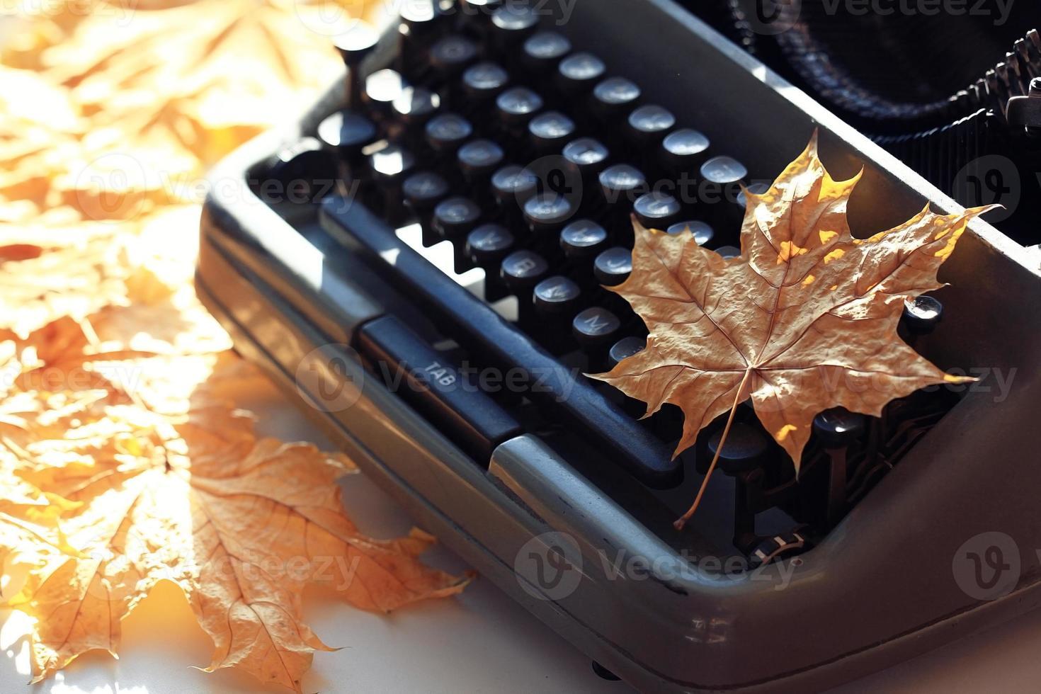 vieux concept de machine à écrire automne photo