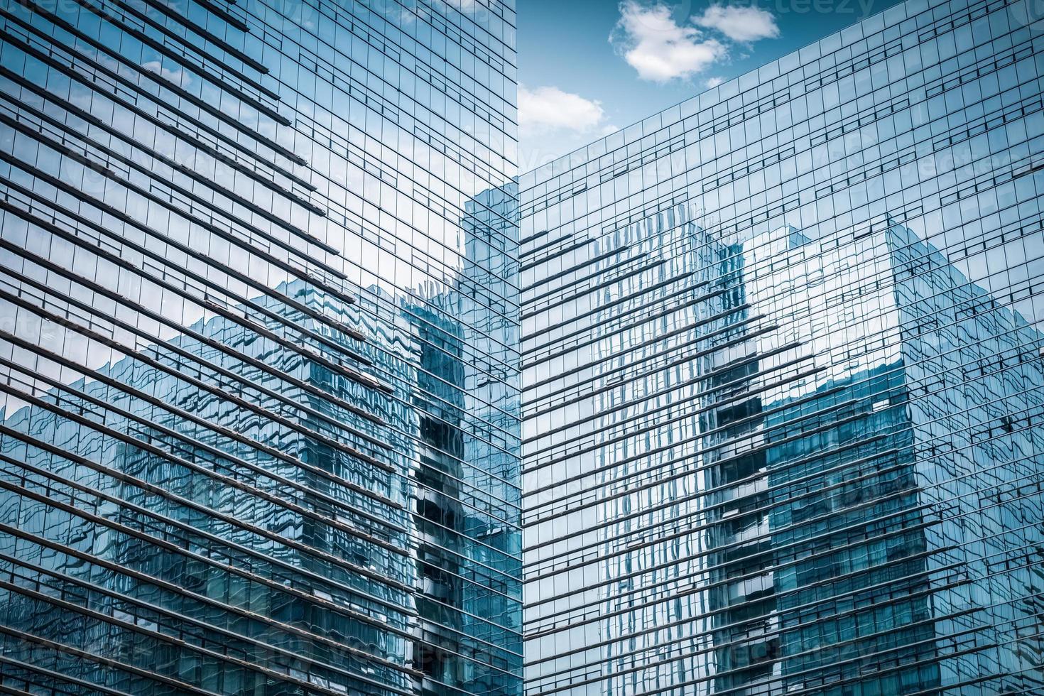 Gros plan de gratte-ciel de verre photo