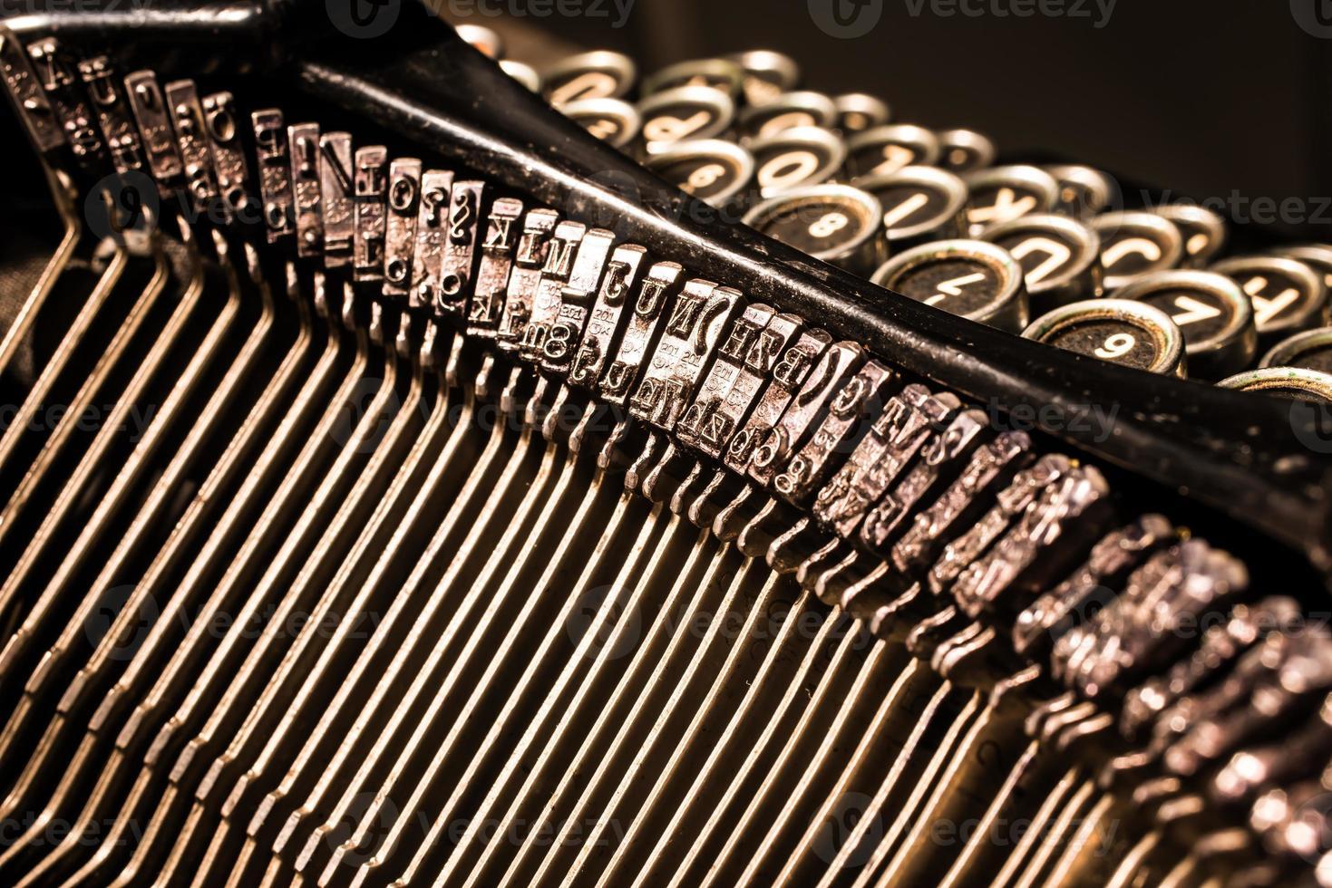 gros plan, de, vieille machine à écrire, lettre, et, symbole, touches photo