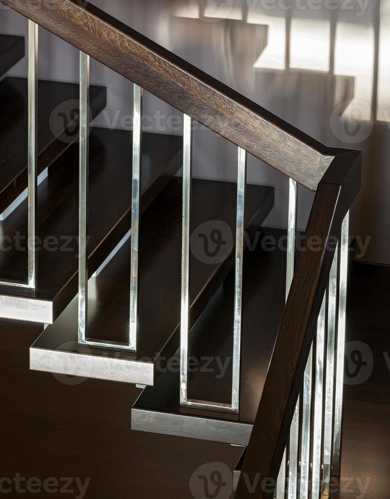 escalier dans un intérieur moderne photo