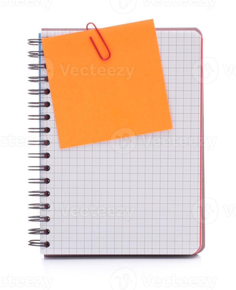 cahier à carreaux vierge avec papier d'avis photo