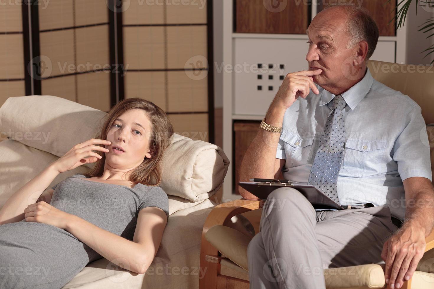 riche femme d'affaires et thérapeute privé photo