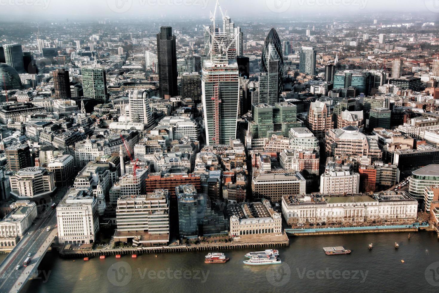 Partie moderne de Londres près du Tower Bridge en Angleterre photo