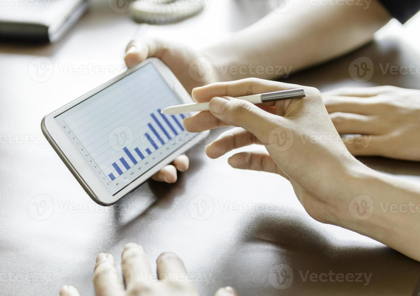 femmes, utilisation, tablette, stylet, stylo photo