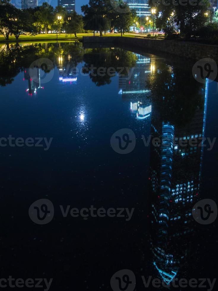 reflet de la foire commerciale tour, messeturm, à francfort, allemagne photo