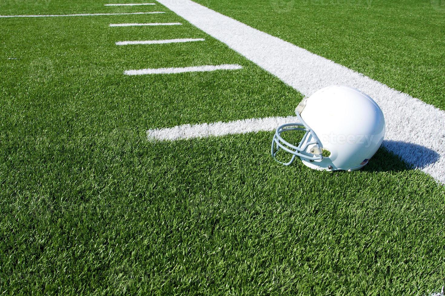 casque de football américain sur le terrain photo