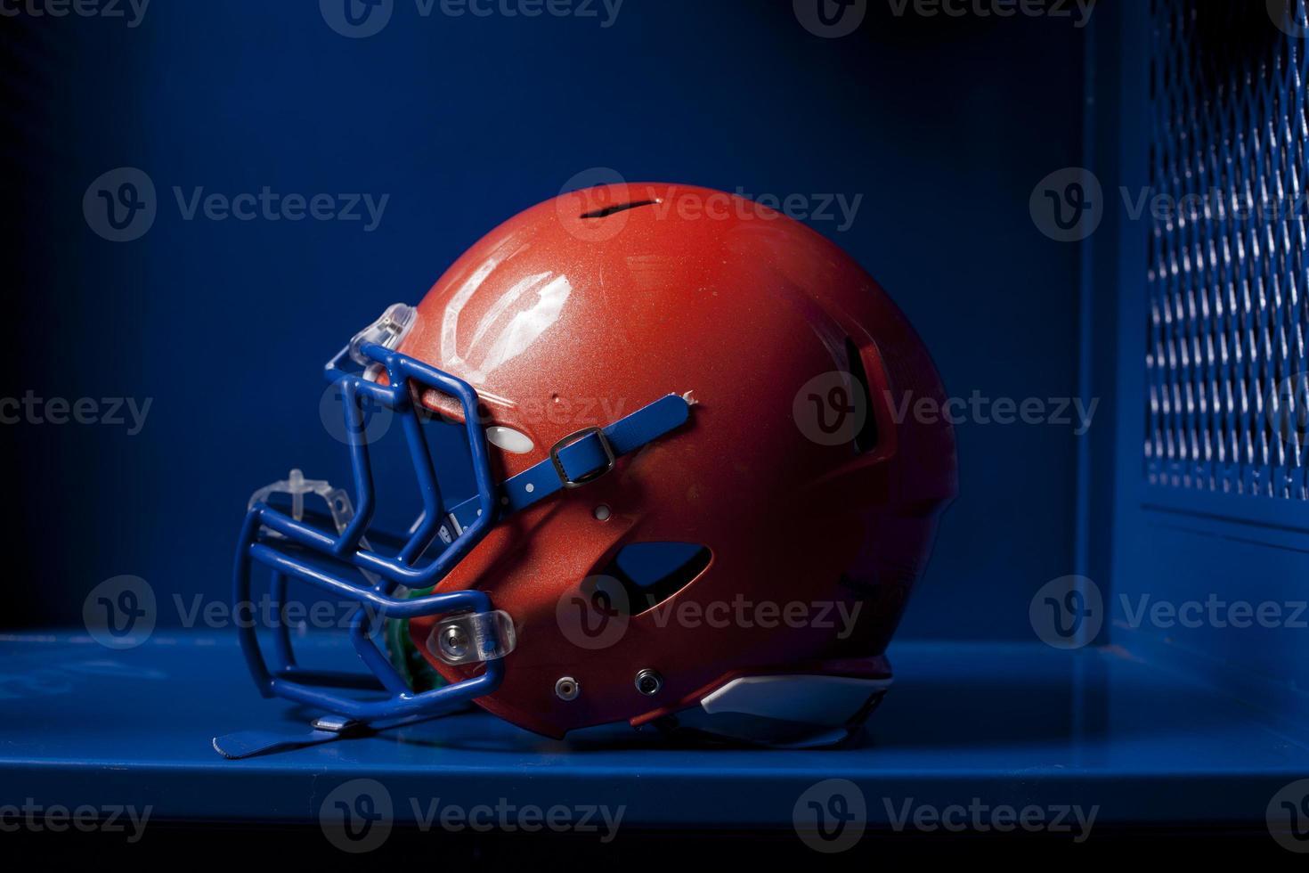 casque de football dans le casier photo