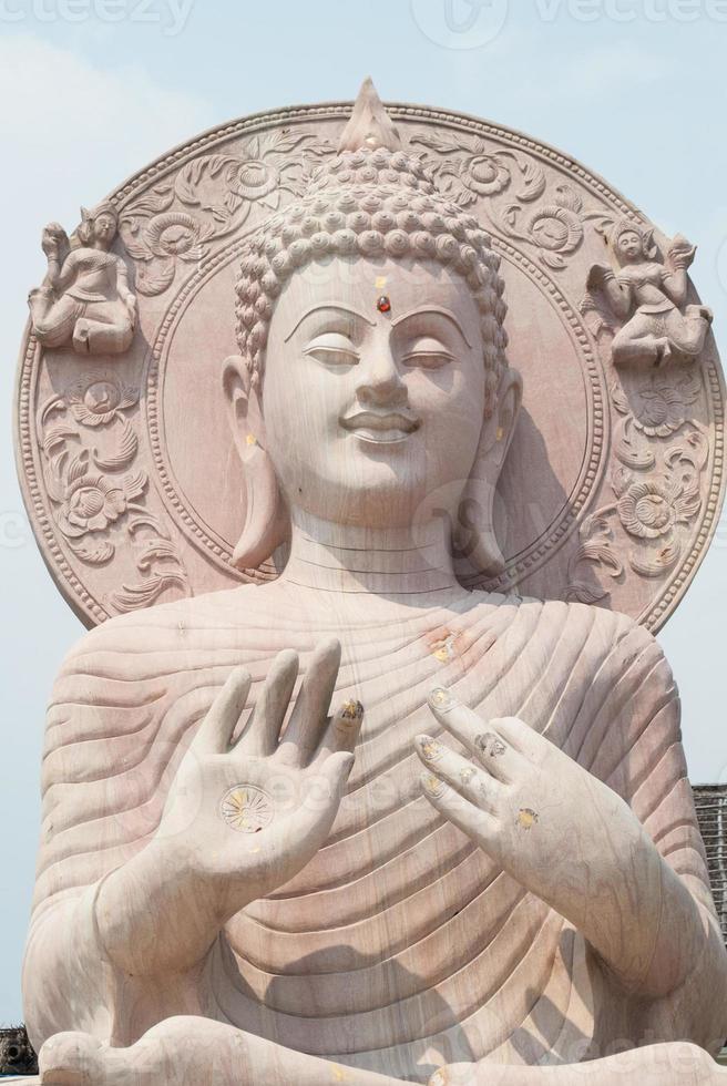 gros plan de la statue de Bouddha. photo