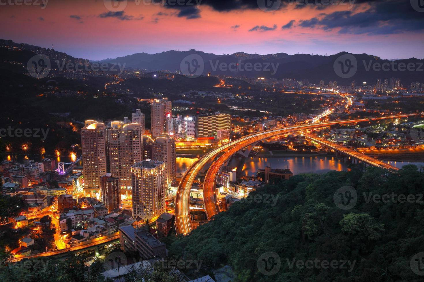 vue de nuit de taipei photo