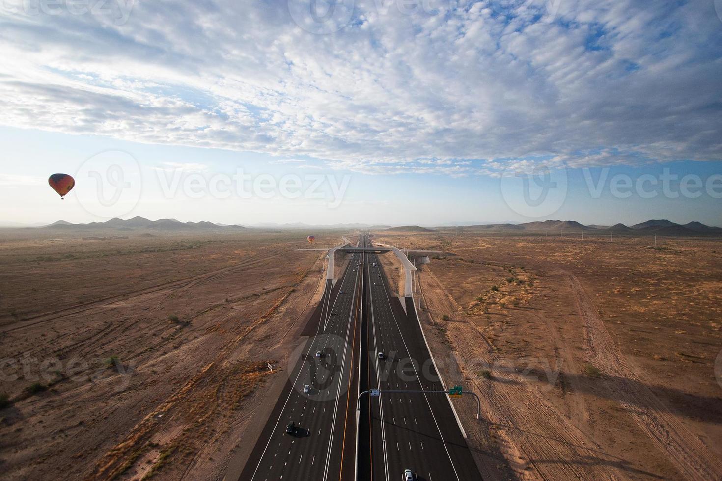 autoroute et désert photo