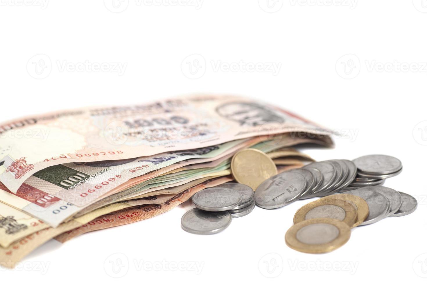 pièces de monnaie et billets en roupie indienne photo