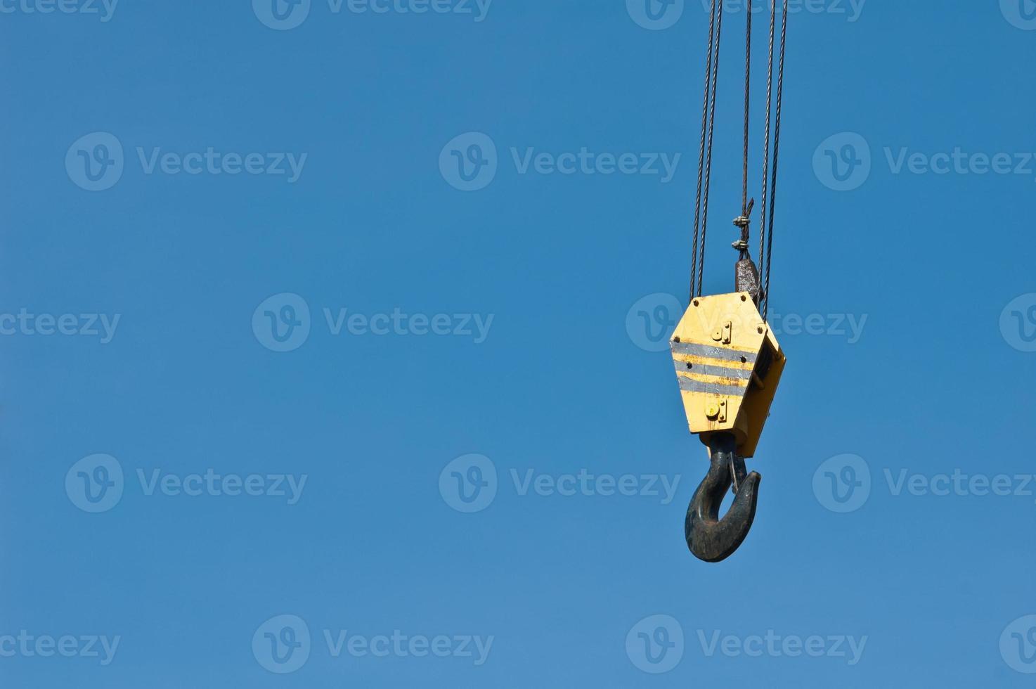 crochet de grue avec ciel bleu photo
