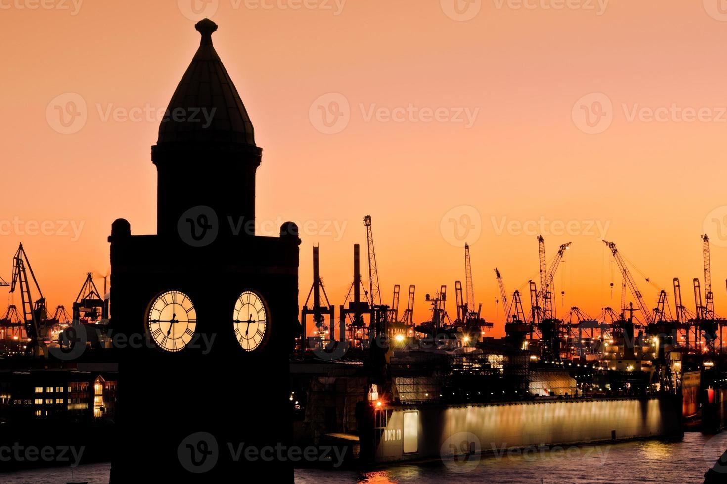 Scène du port de Hambourg sur la jetée photo