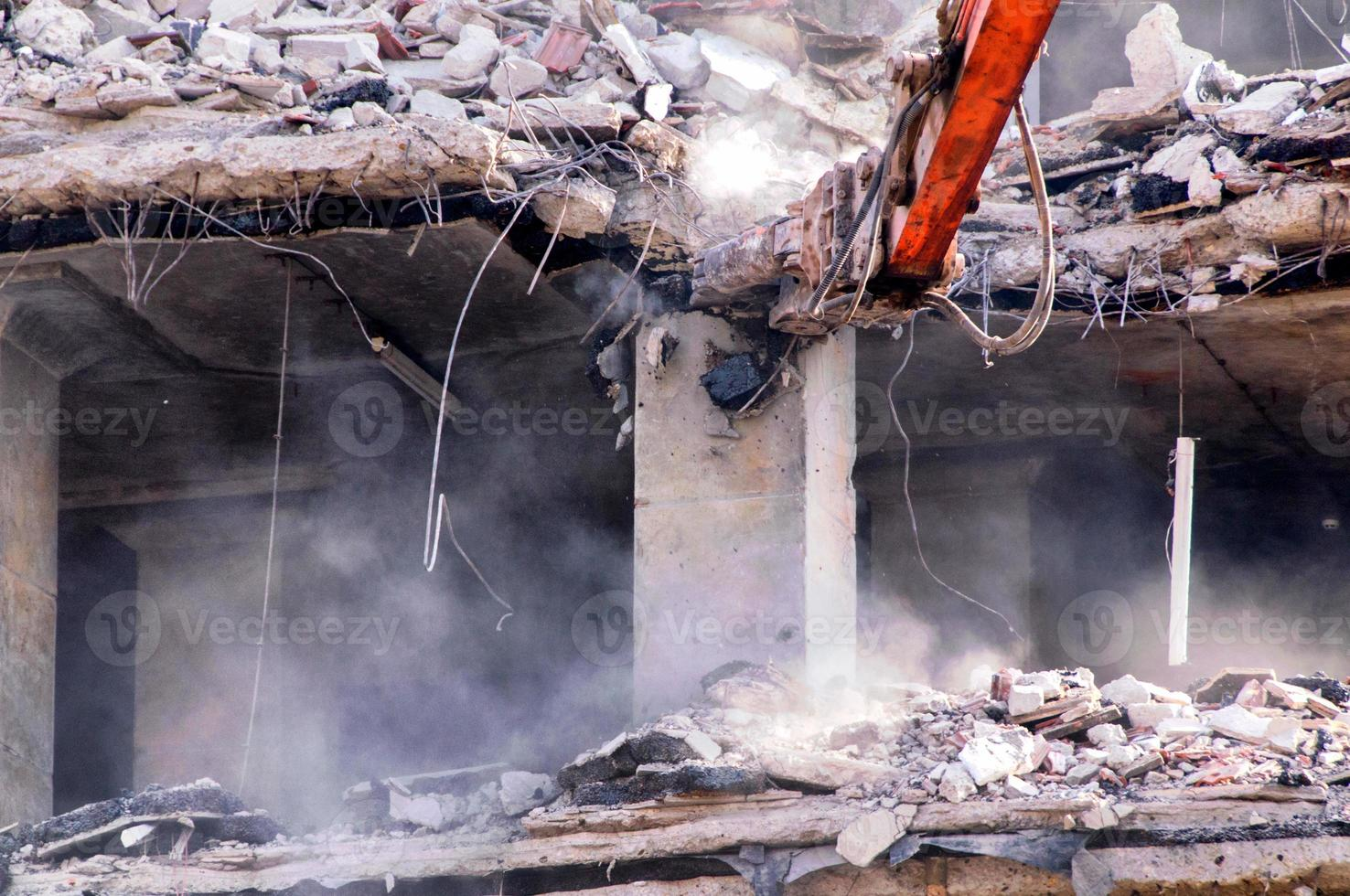 démolition de bâtiments en milieu urbain photo