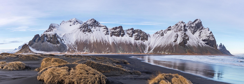 Vue sur la péninsule de Stokksnes dans le parc national de Vatnajokull en Islande photo
