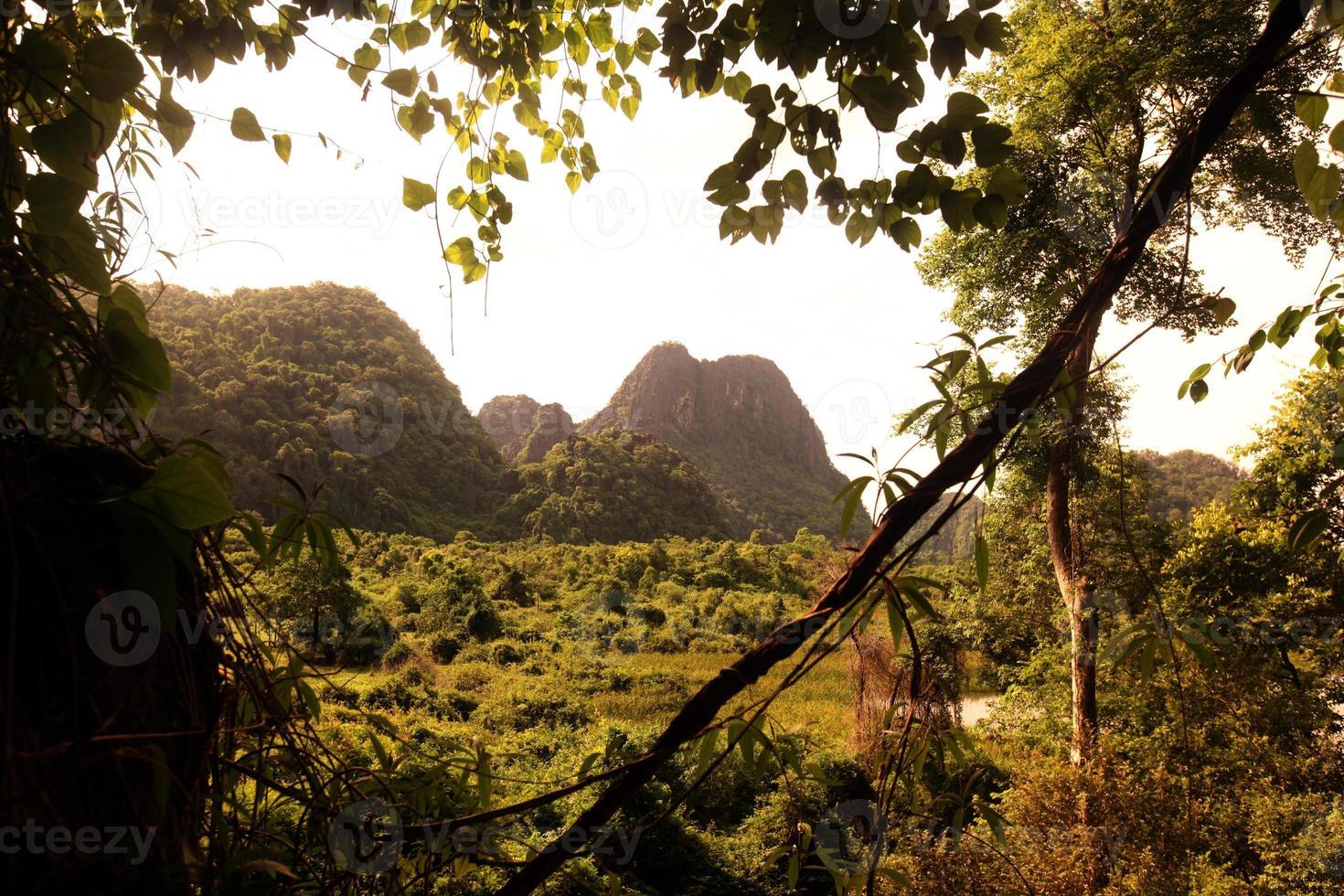 asie lao tha khaek bouddha grotte photo