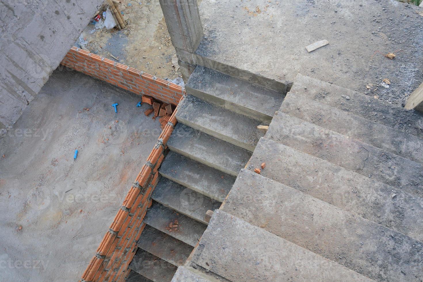 Escalier en chantier de construction de bâtiments résidentiels photo