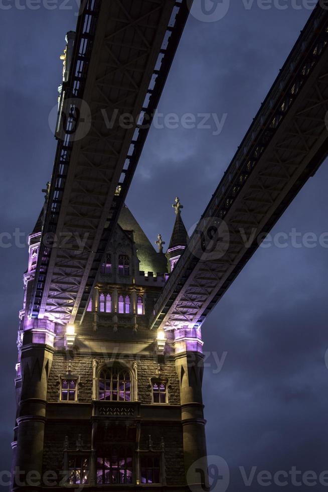 pont de la tour à l'aube photo