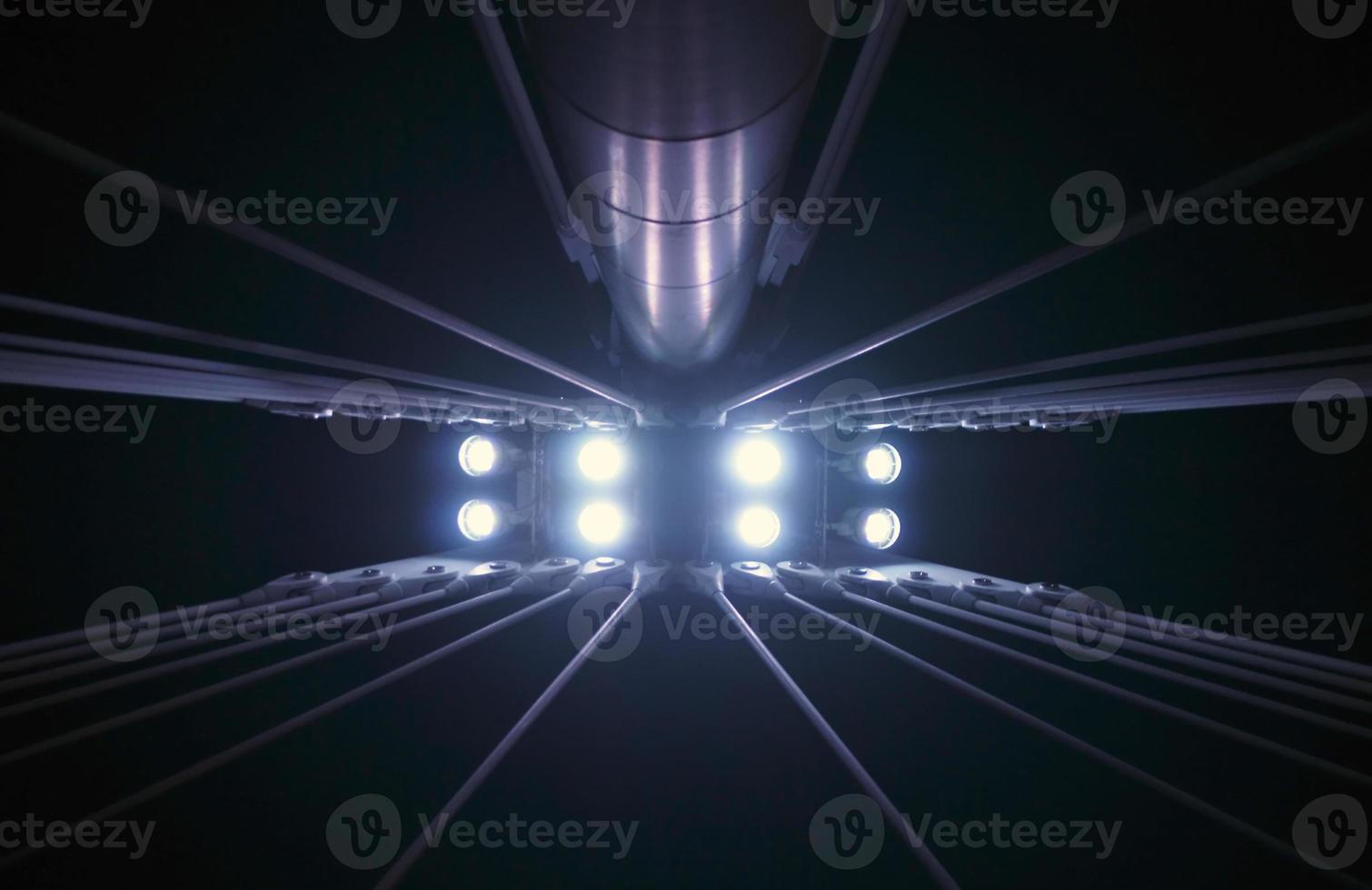 piliers de pont lumineux photo