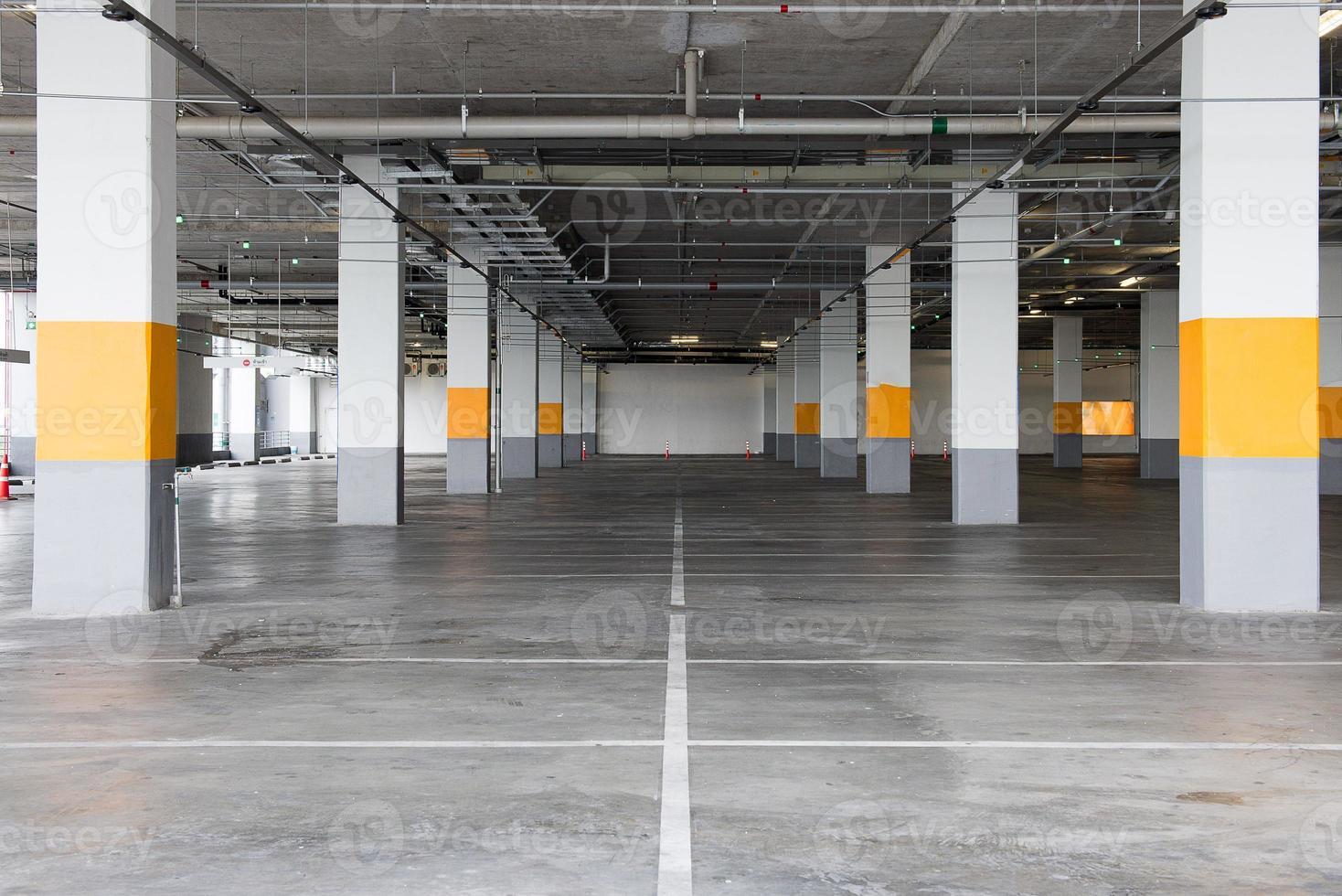 fond de stationnement souterrain vide avec espace de copie photo