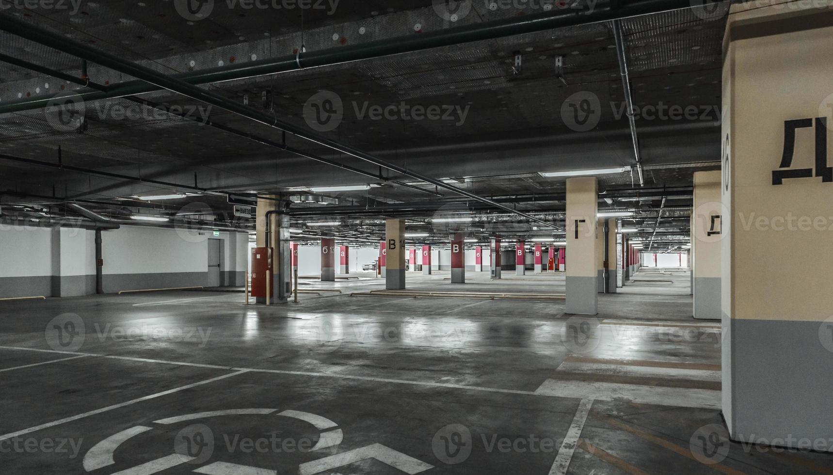 mur de parking vide. milieu urbain, industriel photo