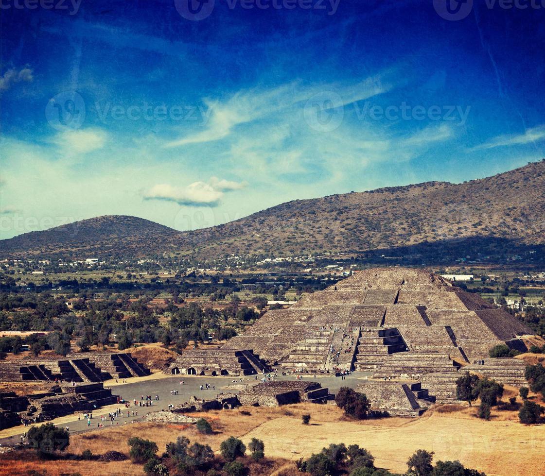 pyramide de la lune. teotihuacan, mexique photo