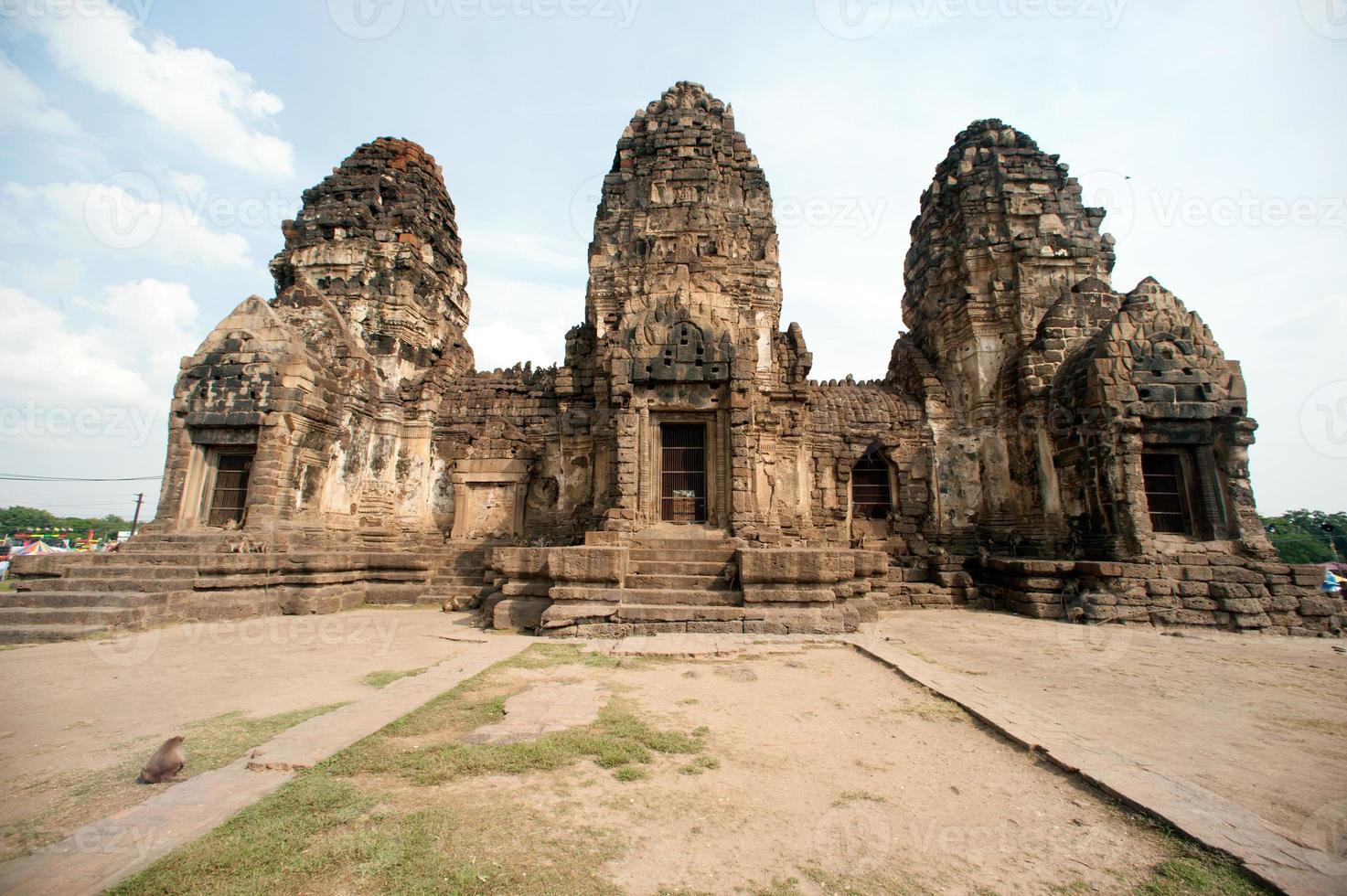 Temple de Phra Prang Sam Yod en Thaïlande. photo
