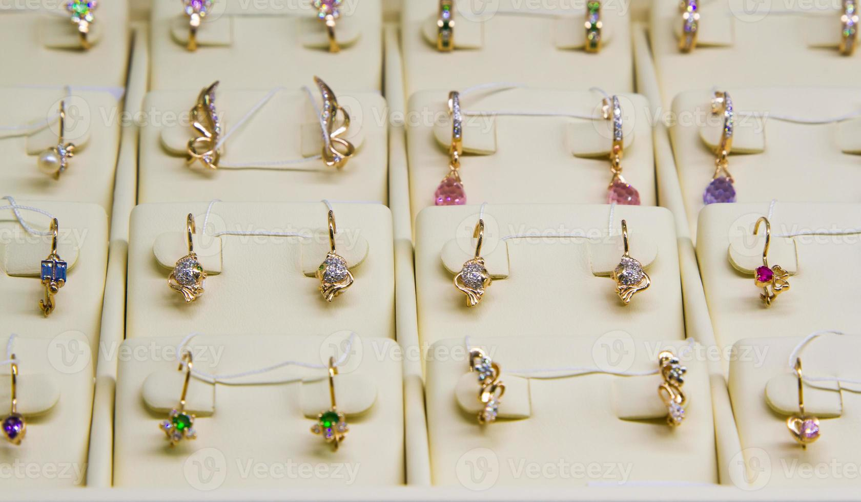 boucles d'oreilles dorées photo