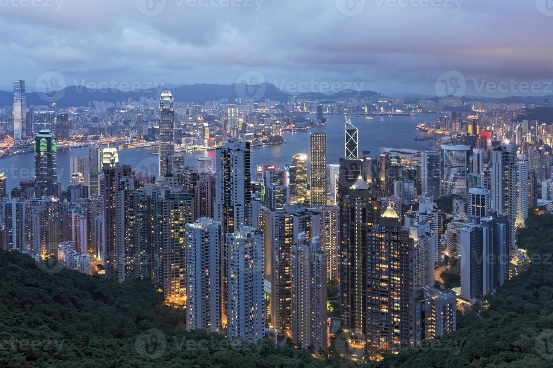 L'île de Hong Kong et le port de Victoria vu du sommet photo
