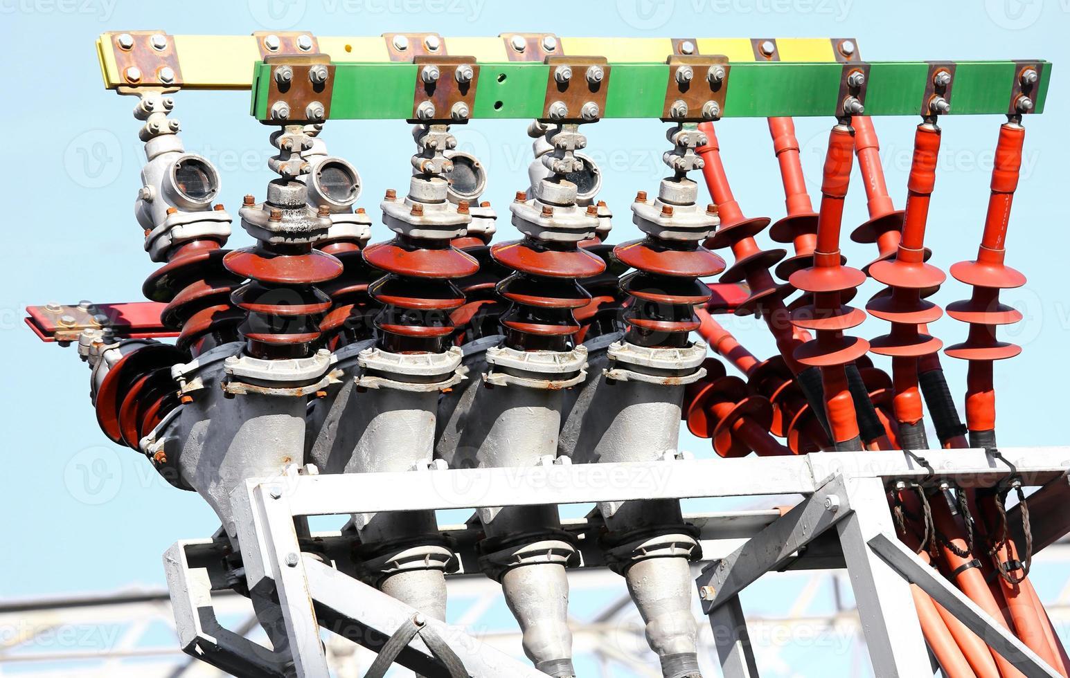 bornes électriques en cuivre d'une centrale électrique photo
