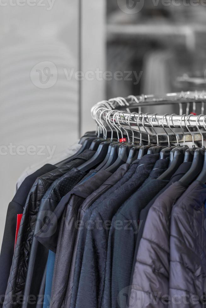 vêtements noirs dans un magasin photo