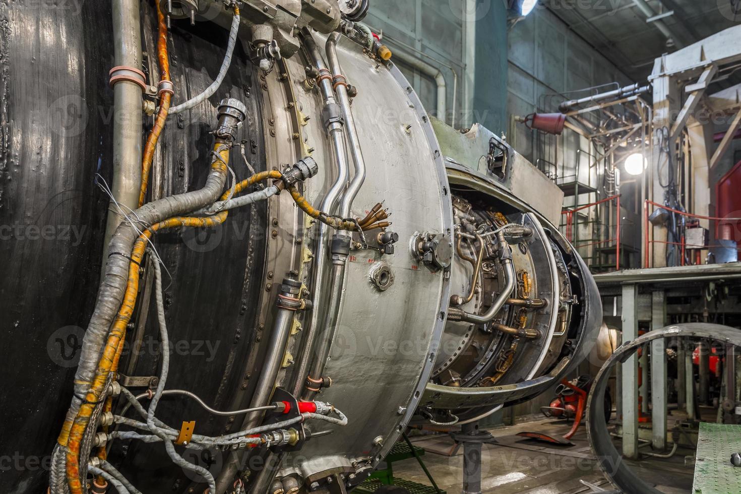 turbomoteur dans le hangar de l'aviation photo