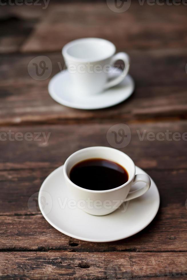 tasse de café sur la table en bois photo