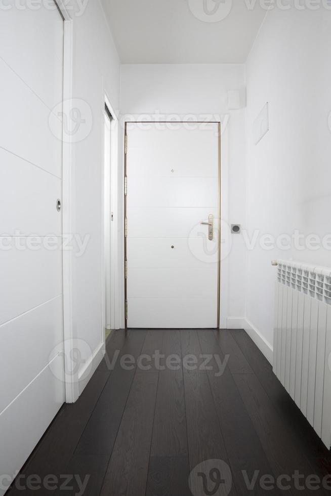 porte intérieure blanche vide photo