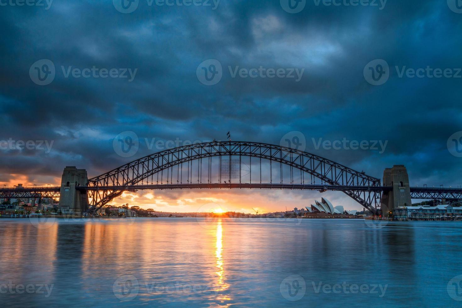 Sydney Harbour Bridge vu de la réserve de Blues Point. photo