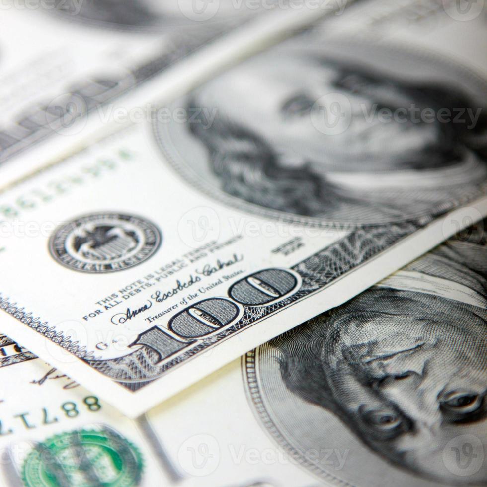 gros plan des billets de cent dollars photo