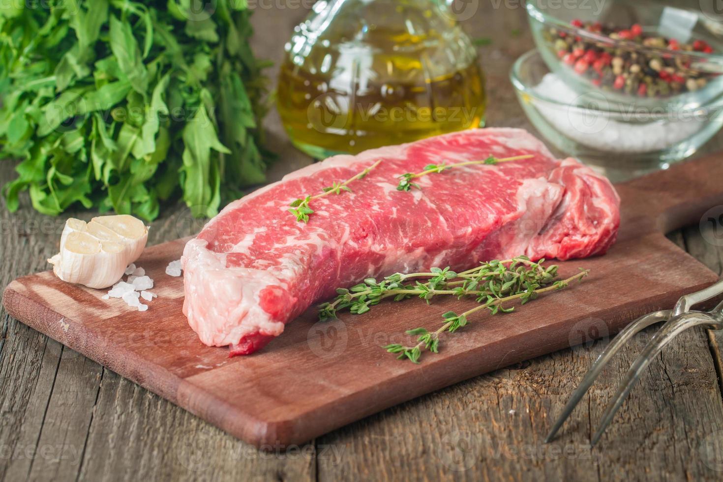bifteck de faux-filet de viande fraîche crue photo