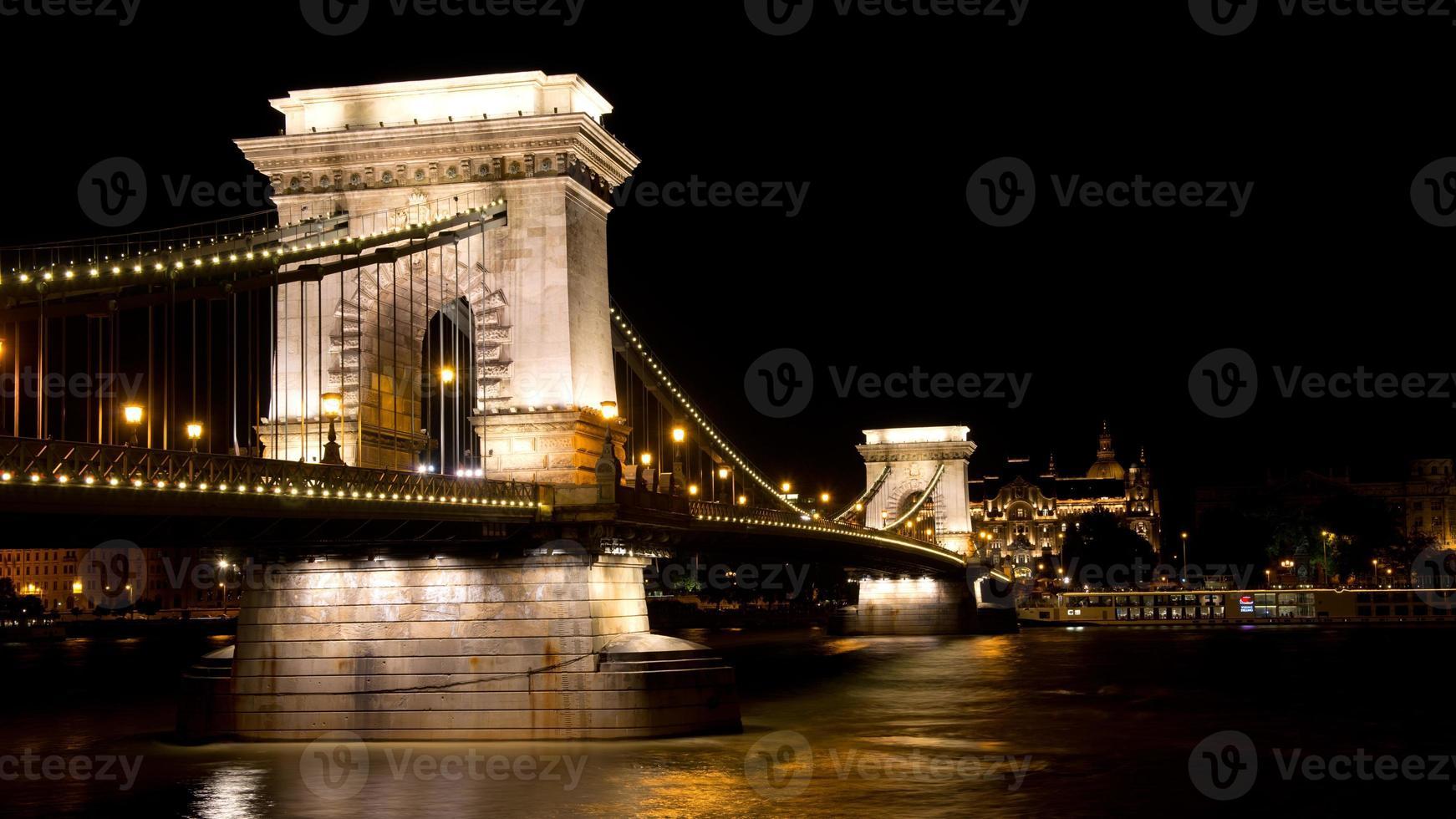 pont des chaînes à budapest photo