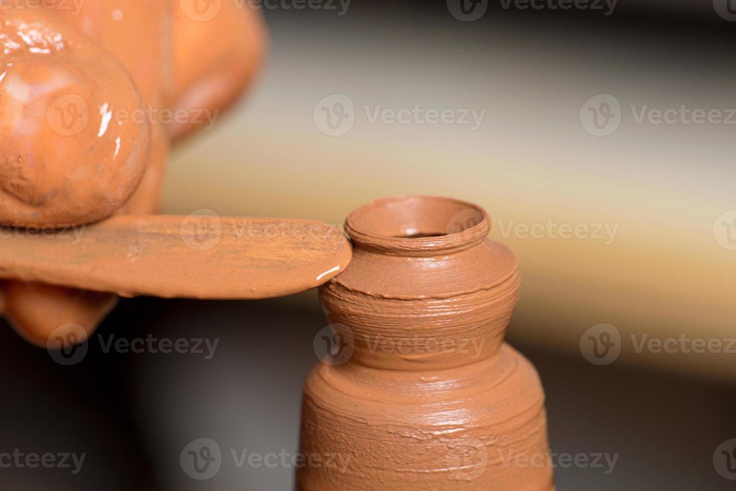 potier, création d'un pot en terre photo