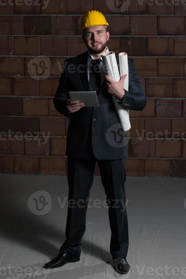 jeune, ouvrier construction, casque dur photo