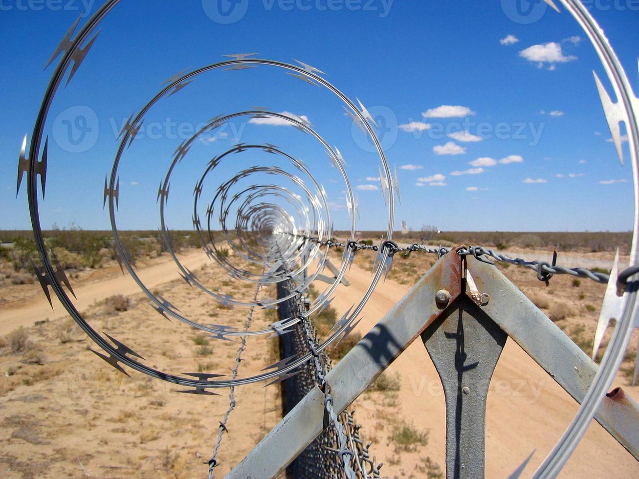 clôture en fil de rasoir photo