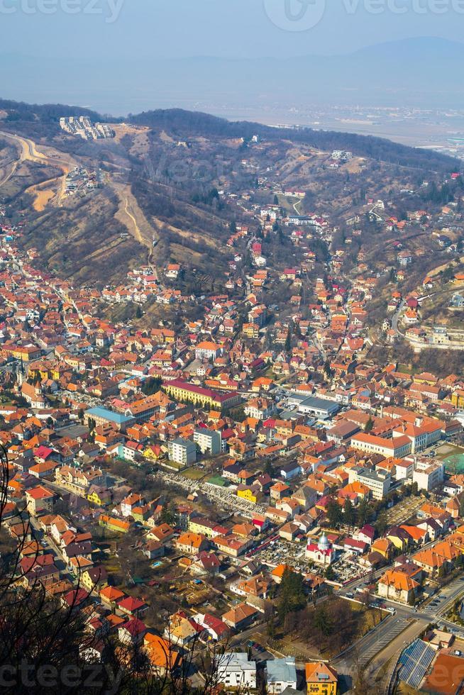 vue aérienne de la vieille ville, brasov, roumanie photo