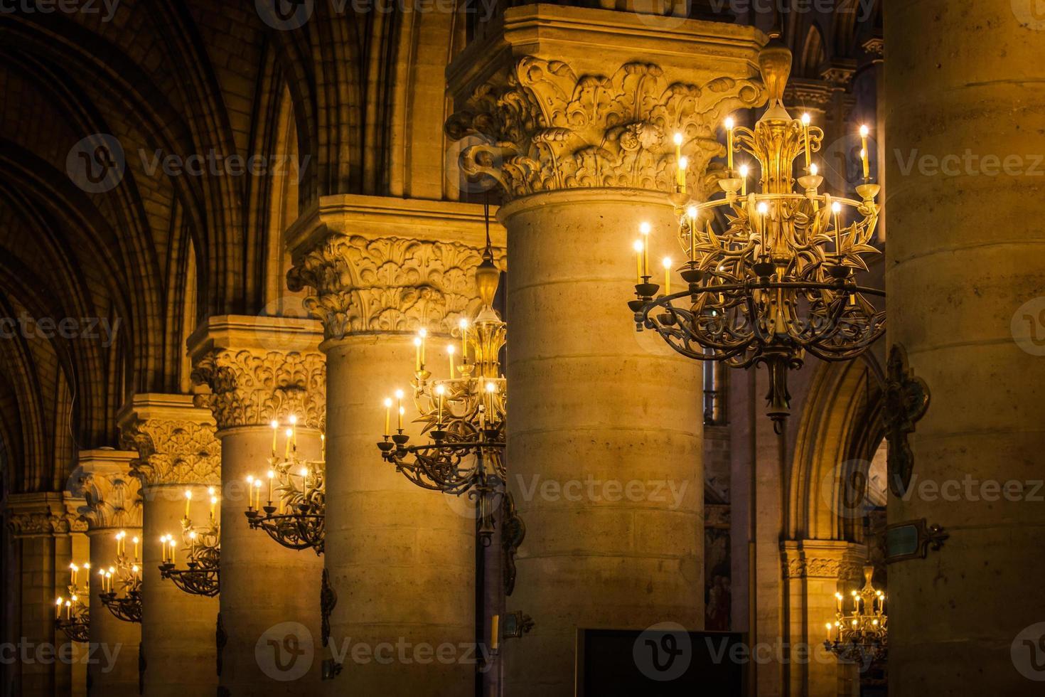 colonnade intérieure de l'église photo
