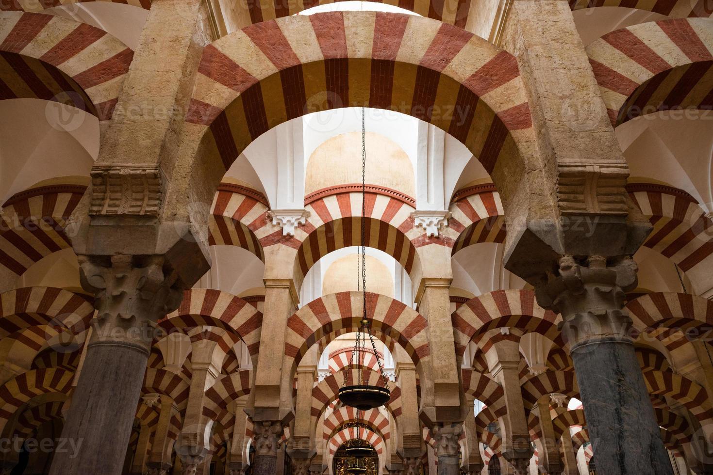 colonnes de la mosquée cathédrale de cordoue photo