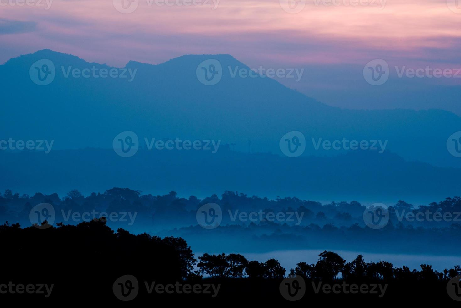 couche de forêt de savane et de montagne en Thaïlande photo