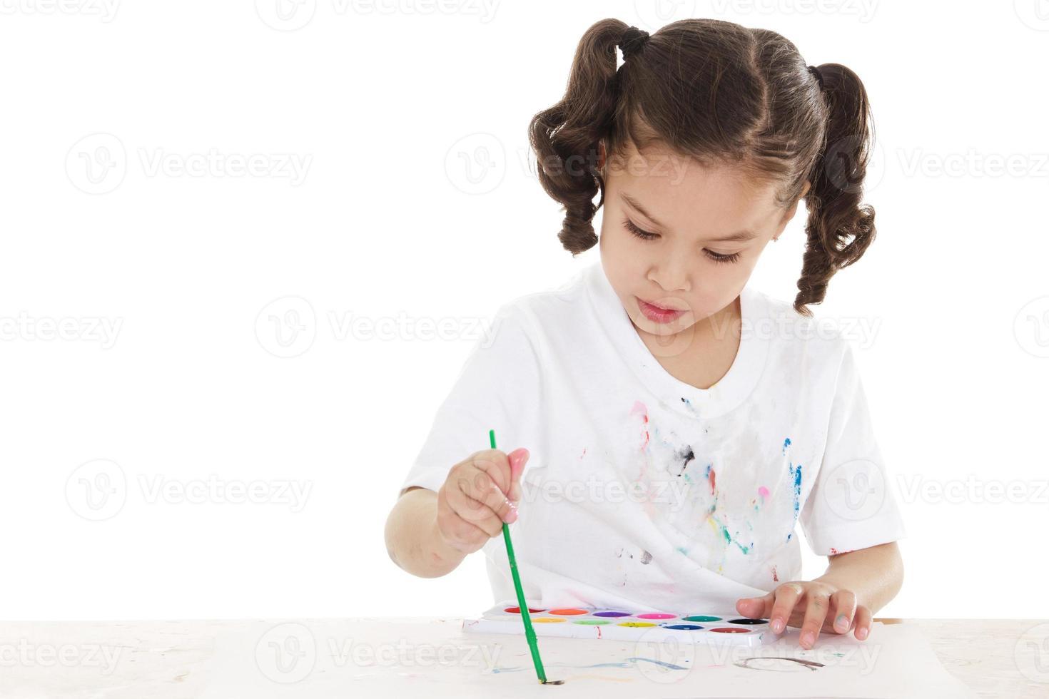 enfant d'âge préscolaire en désordre photo