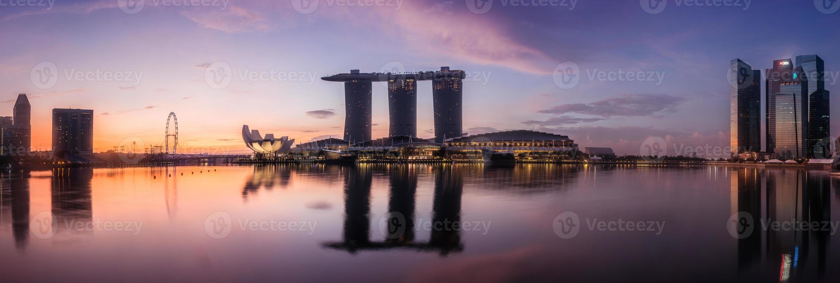vue de nuit paysage urbain de singapour photo