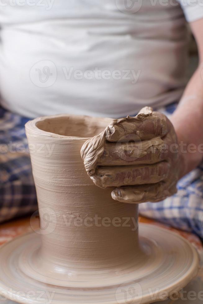 mains d'un potier photo
